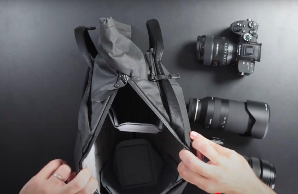 Ouverture d'un sac à dos photo pour refle